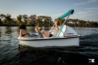 Mit dem Elektroboot auf der Dove-Elbe Chillen