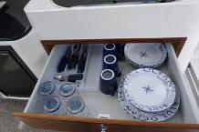 Schublade mit Besteck und Geschirr der Janmor 700